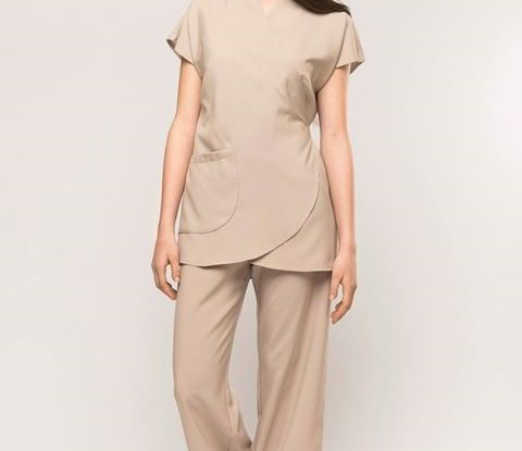 Mod.Karima abbinato a pantalone palazzo Shiro. Linea minimal e pulita per trasme…
